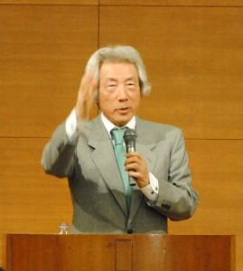 発起人代表小泉氏講演写真